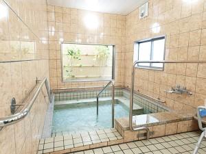 共有浴室   共有浴室 一日の疲れを癒し、明日への活力へとつながります。バリアフリー浴室で、より快適なバスタイムをお勧めします。